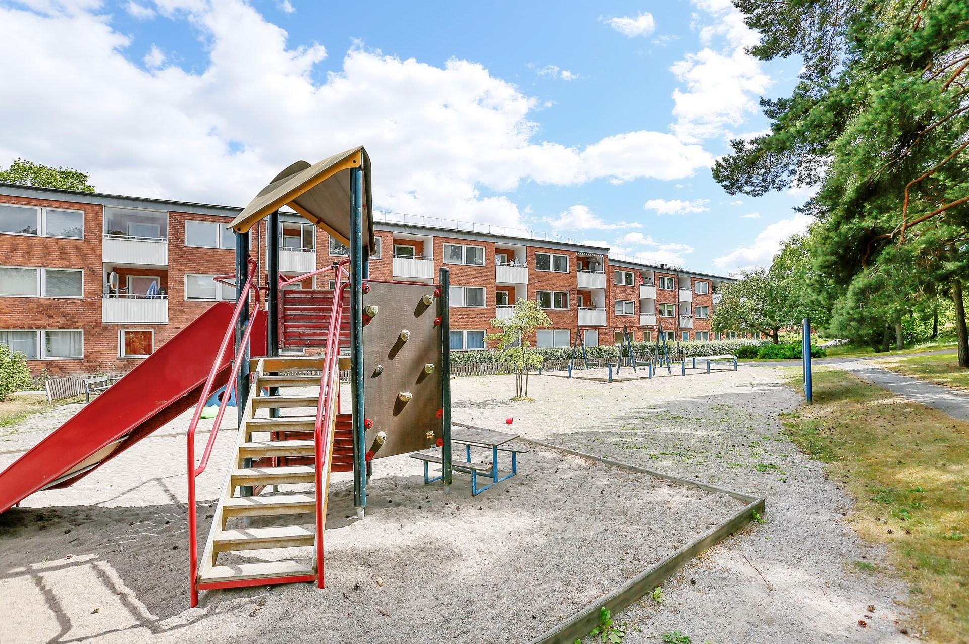 Jenny Nyströms gata 12 - Lekplats på innergården i anslutning till lägenheten