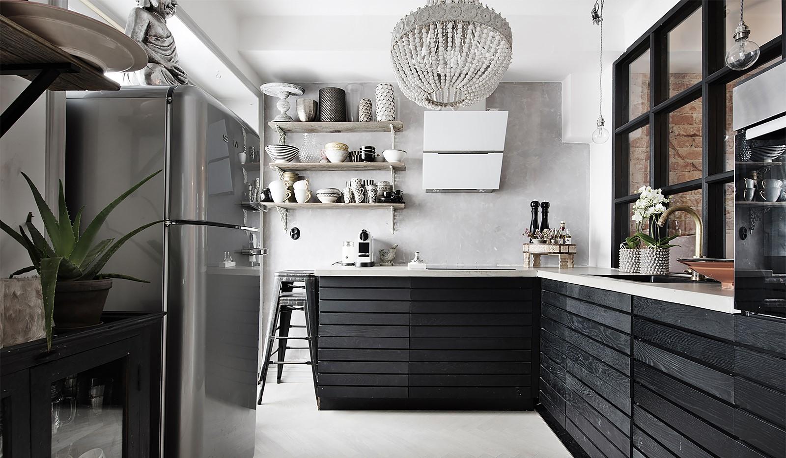 Bergsunds Strand 31, 5 tr, Accepterat pris - Modernt nyrenoverat kök med industrifönster
