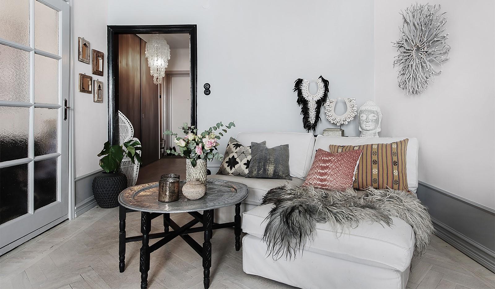 Bergsunds Strand 31, 5 tr, Accepterat pris - Speglad dörr till vardagsrummet och höga socklar
