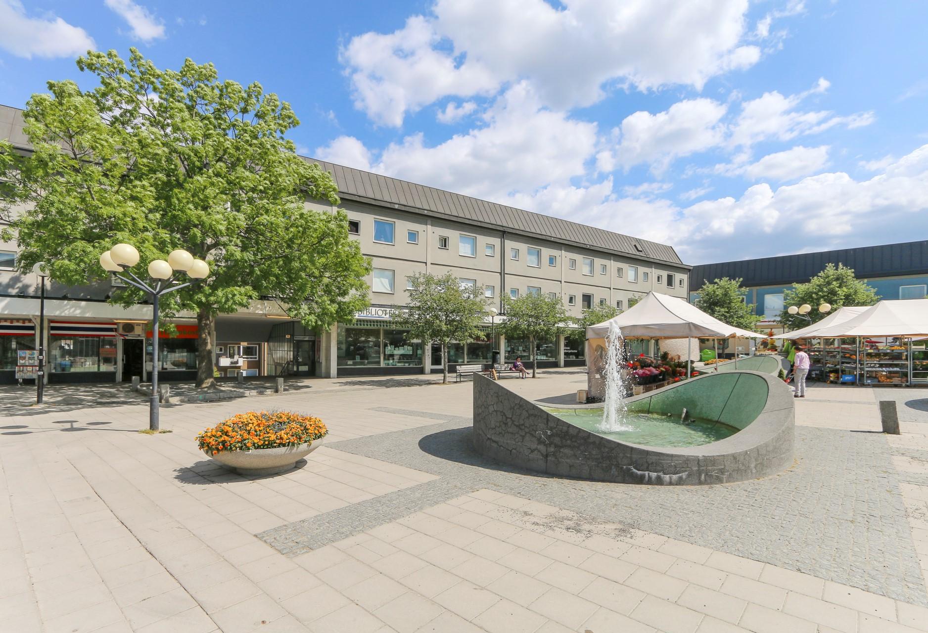 Det välbevarade Blackebergs torg omnämns ofta när det gäller 50-talsarkitektur