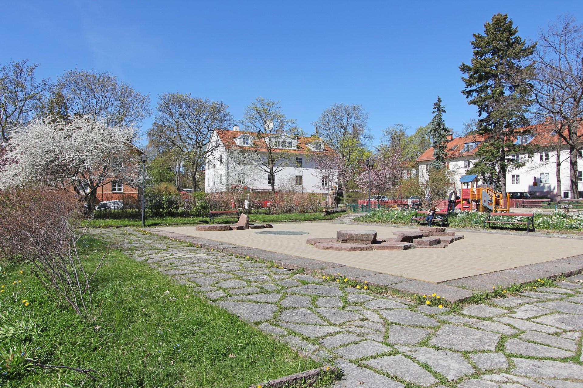 Västerledstorget i vårblom