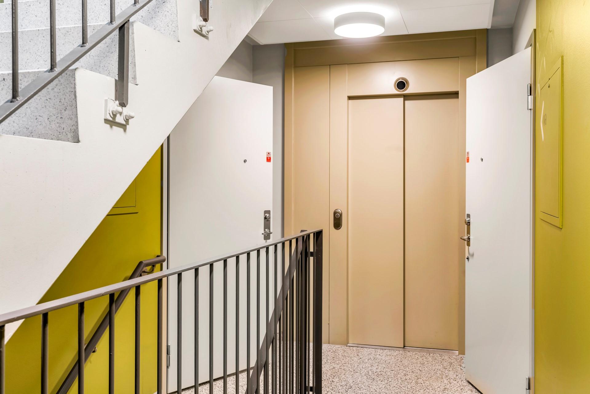 Lägenhetens två entreér