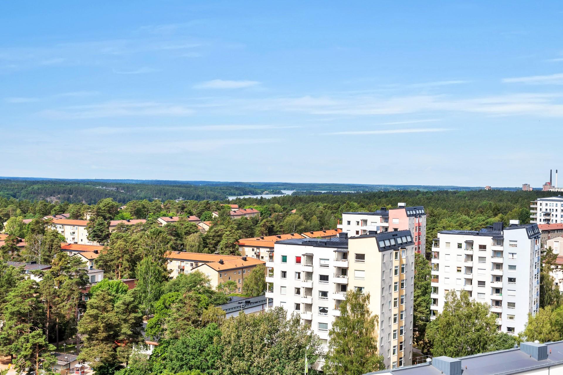 Milsvid utsikt från balkongen! OBS! Foto från annan försäljning i föreningen