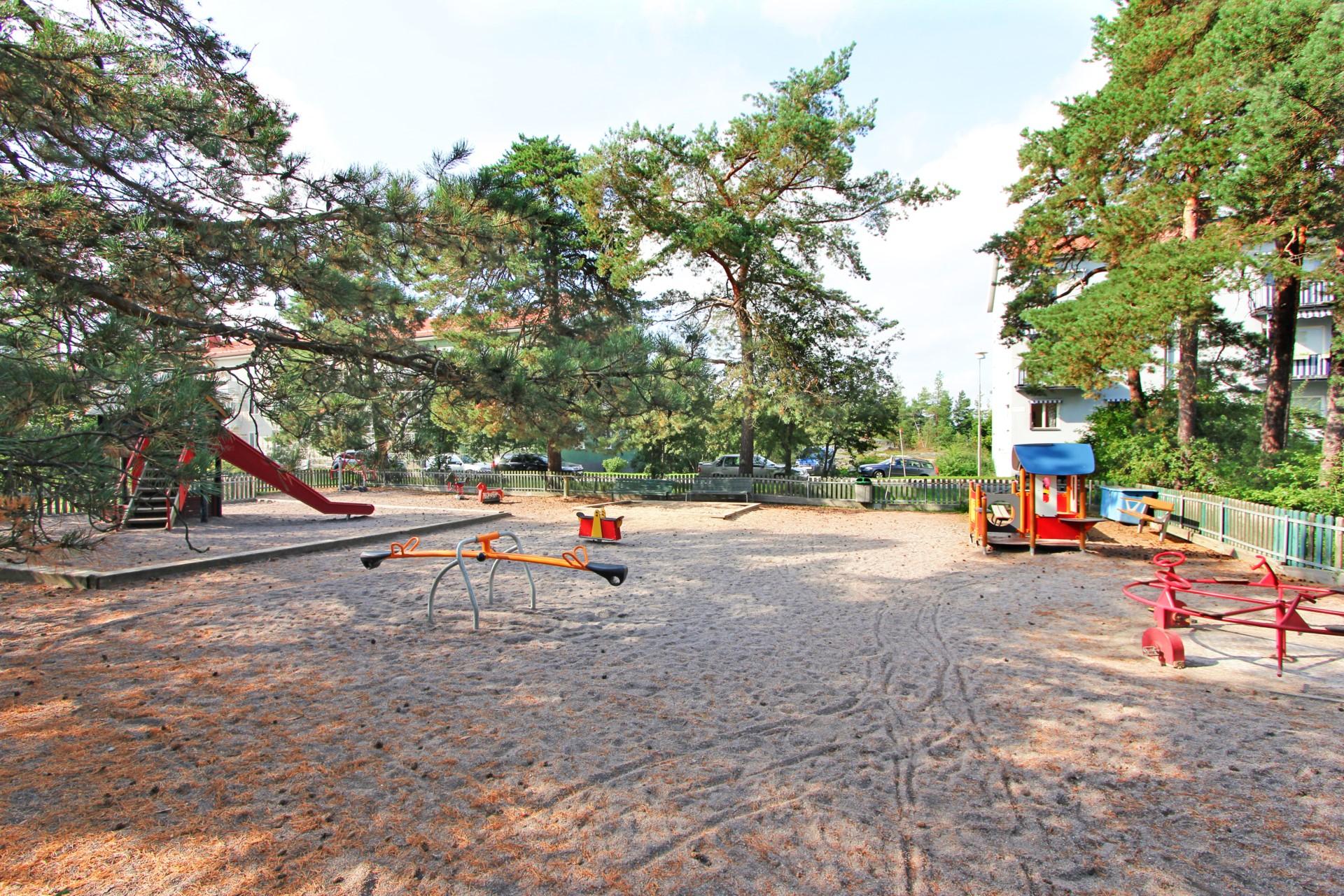 Lekplats vid Brålunden