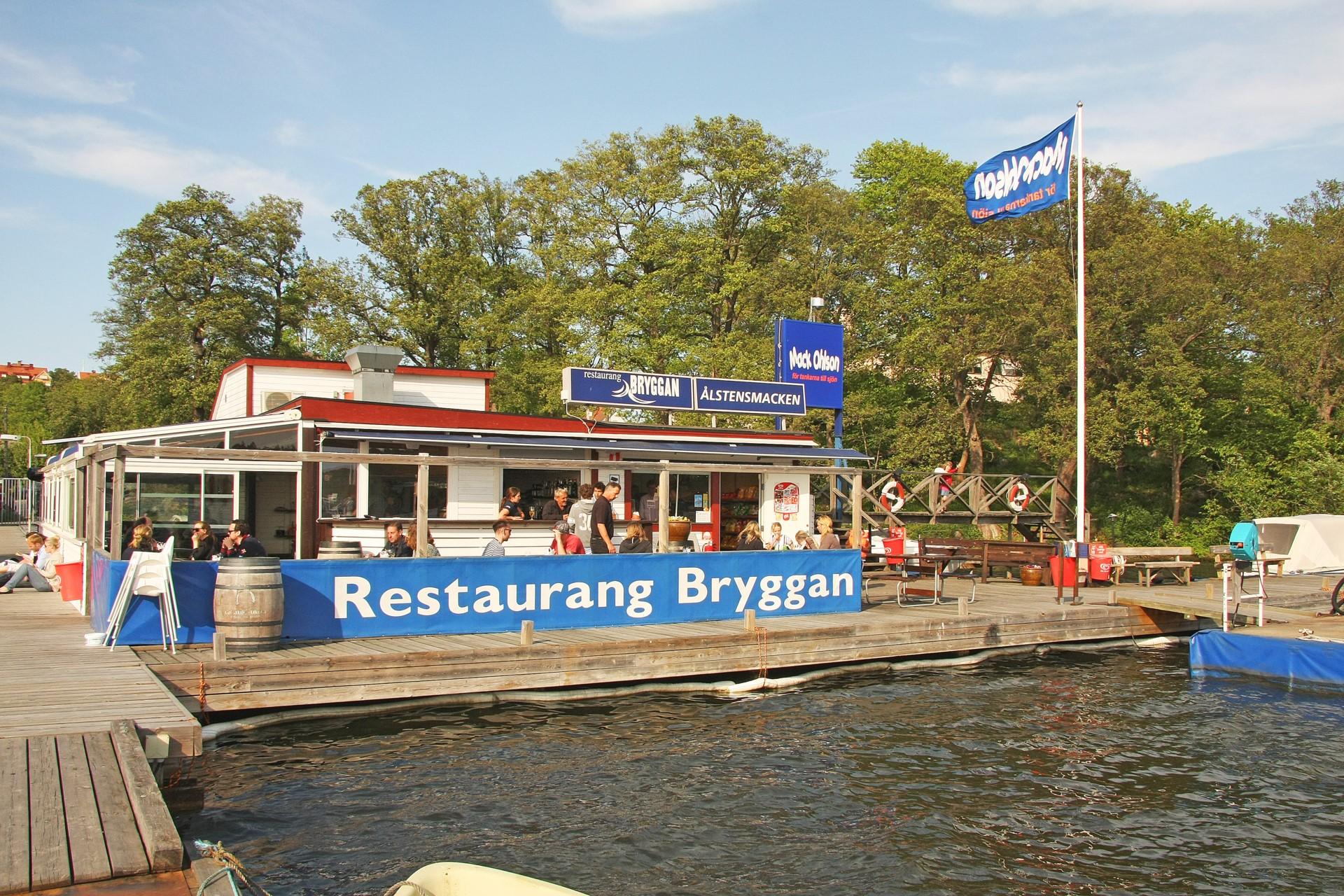 Mysig restaurang vid Ålstenshamnen