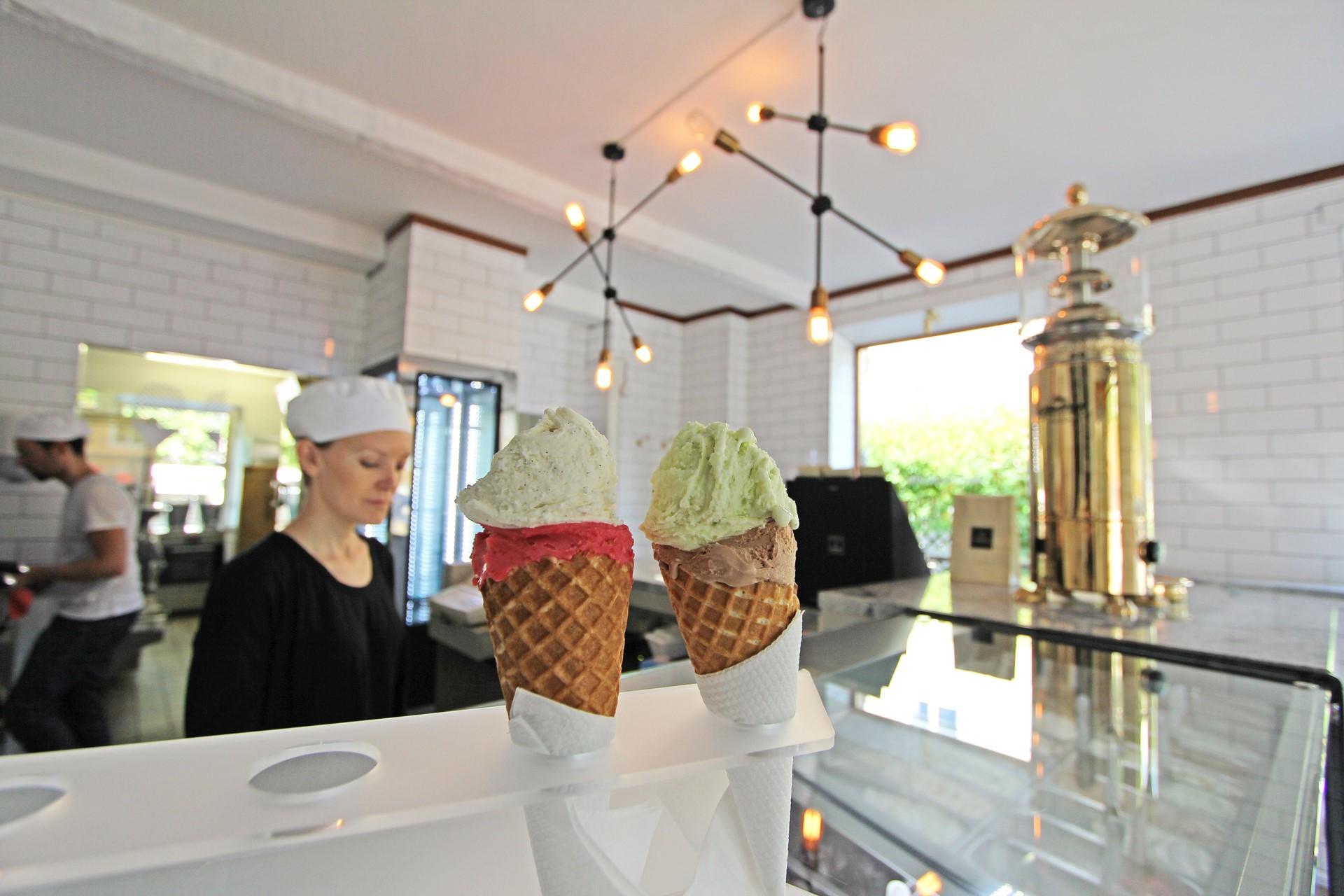 Populära gelaterian Scarfó