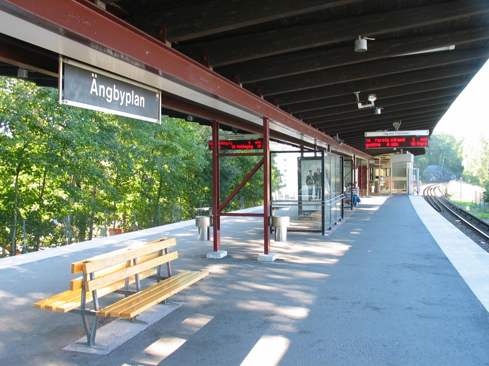 500 m till Ängbyplans T-bana Gröna linjen