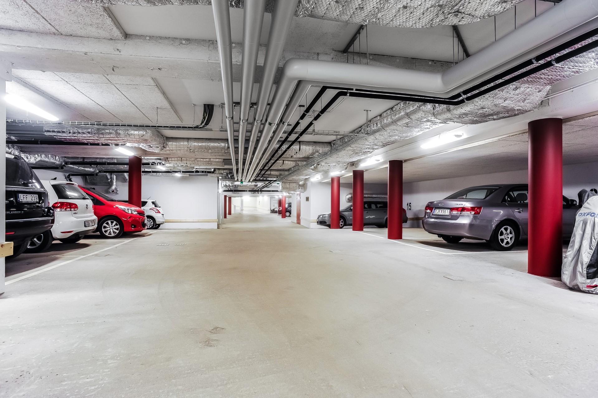 Garageplats utrustad med laddare för el-bil