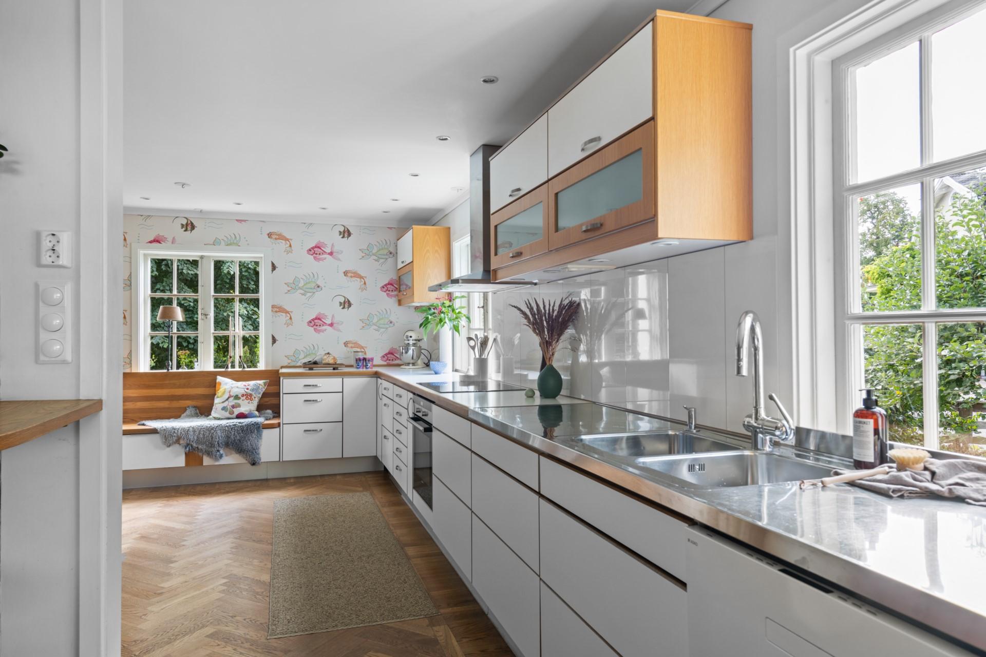 Generösa arbetsytor i köket