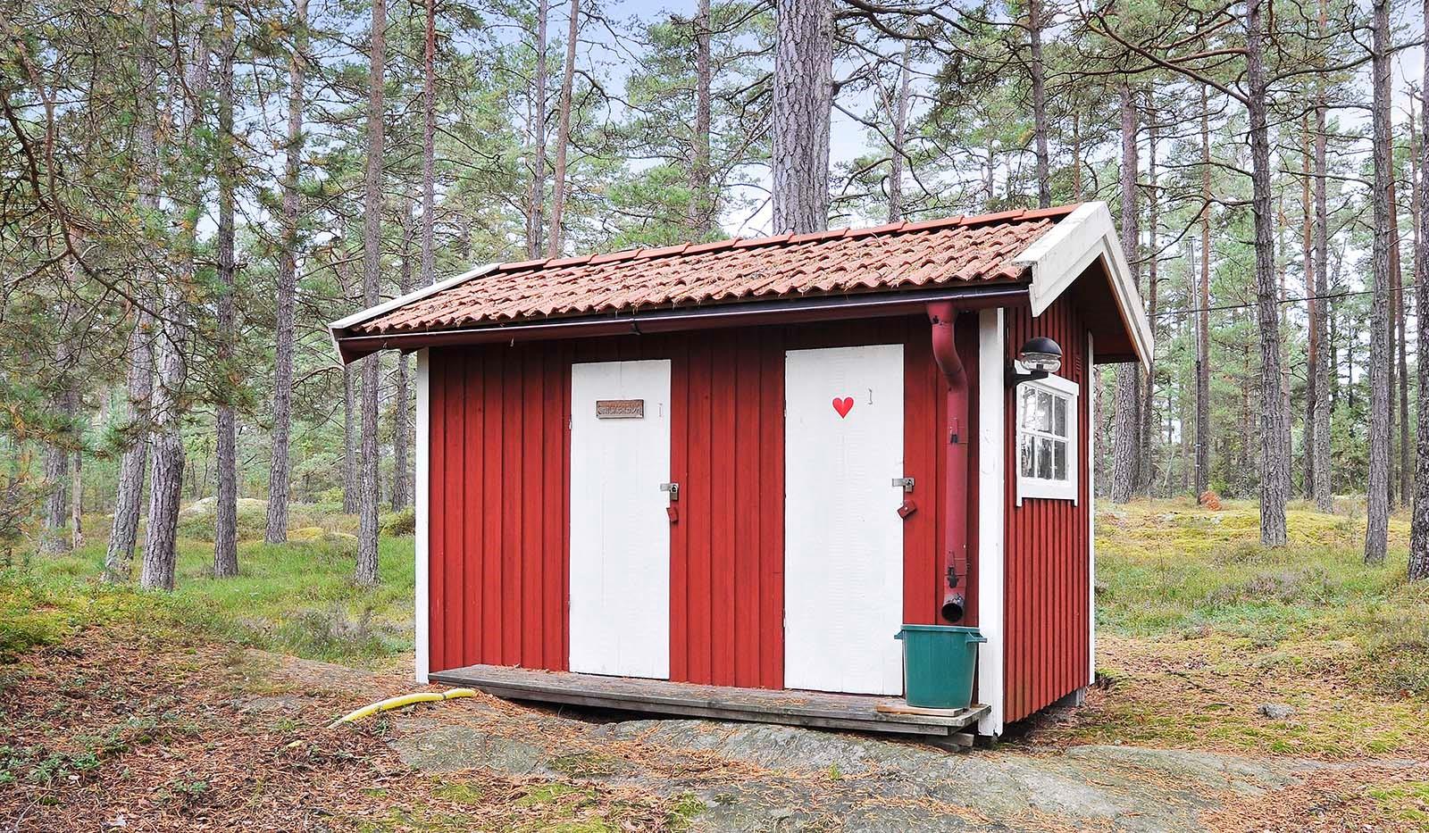 Smådalarö/ Kalvholmen/Gränö - Snickarboa och utedass