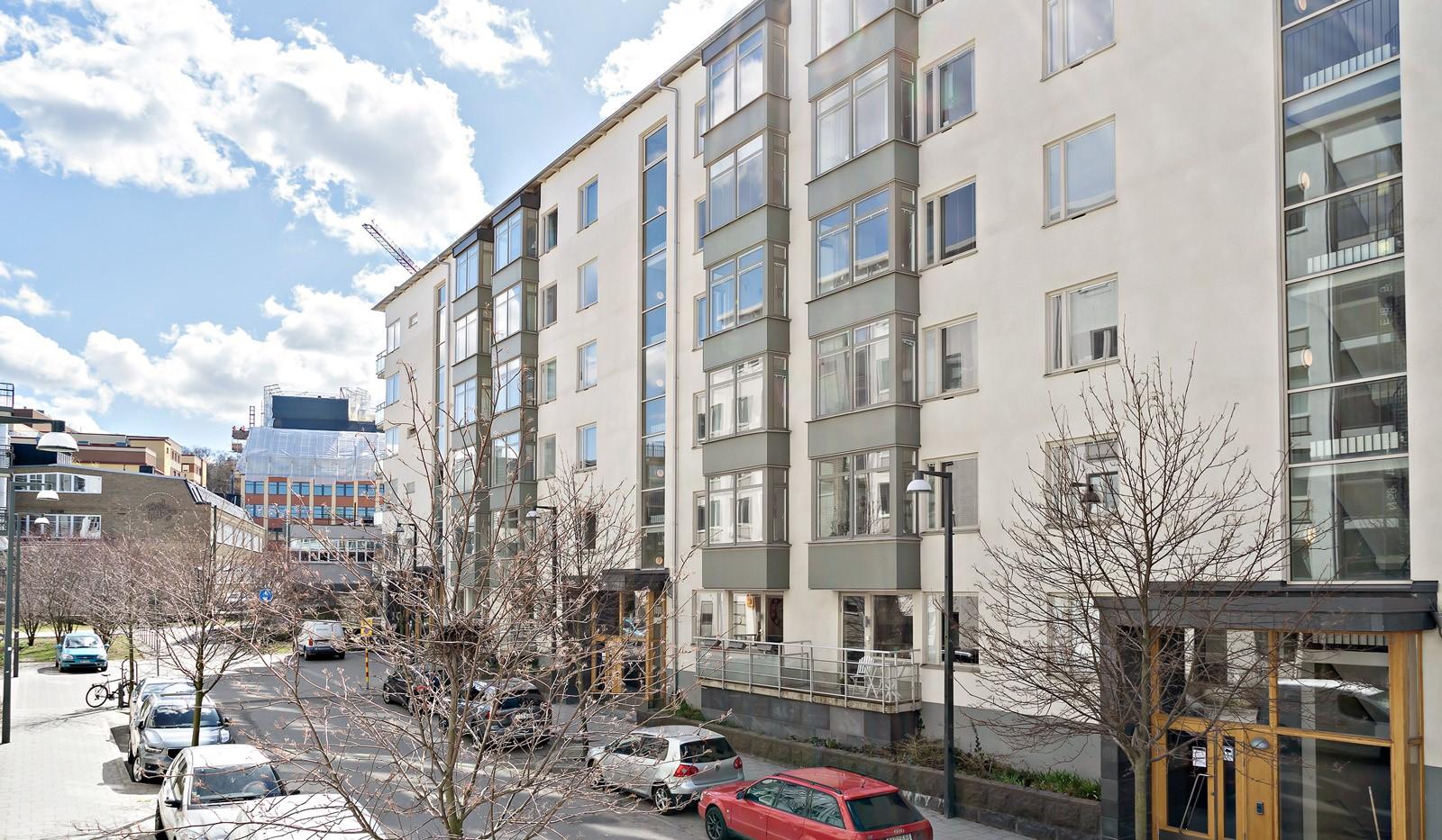 Redargatan 8, vån 4 - Fasad mot gatan