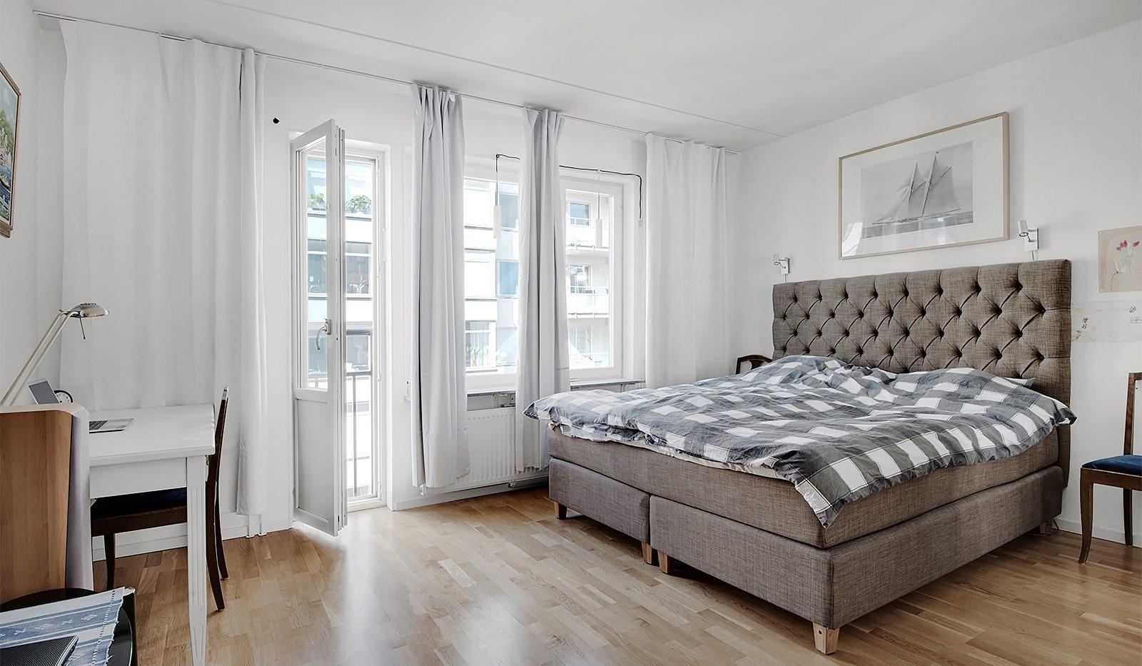 Redargatan 3, vån 4 - Sovrum 1 med fransk balkong