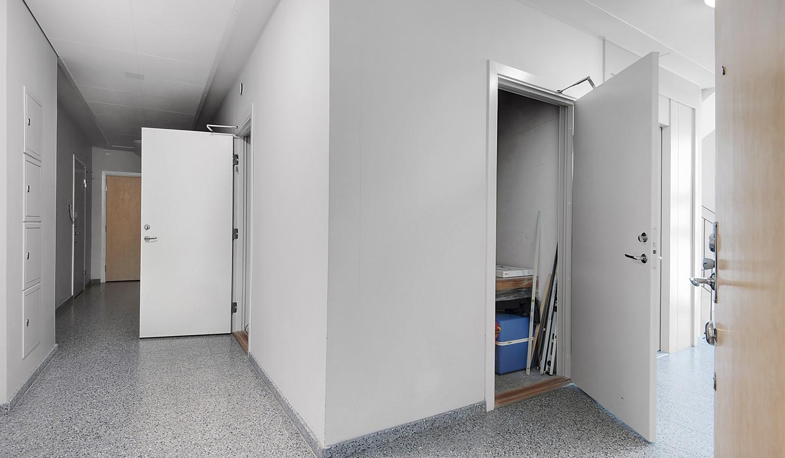Redargatan 3, vån 4 - Stort förråd i direkt anslutning till lägenheten
