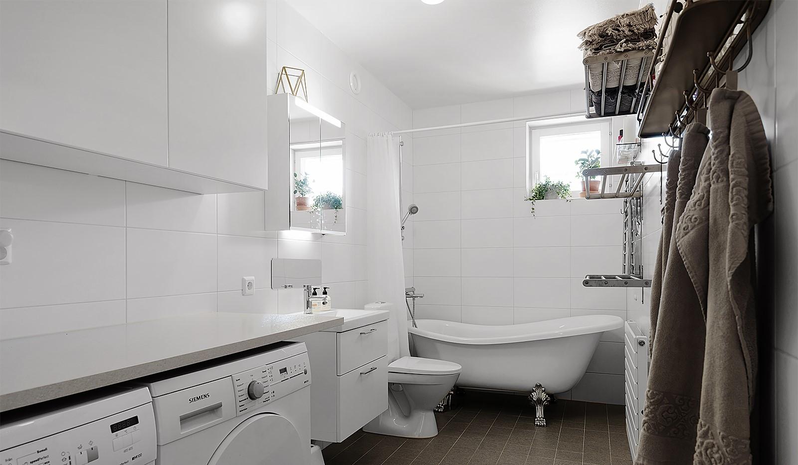 Ekfatsgatan 4, 6 tr - Badrum med tvättavdelning och badkar