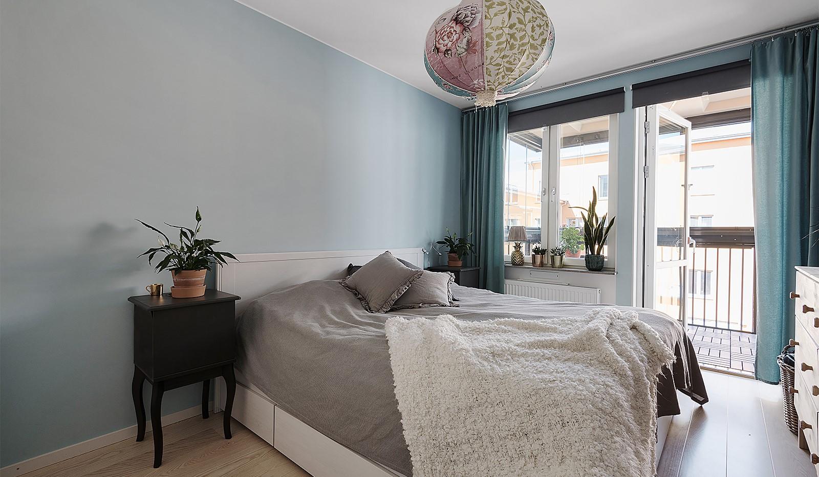 Ekfatsgatan 4, 6 tr - Master bedroom med utgång till balkong
