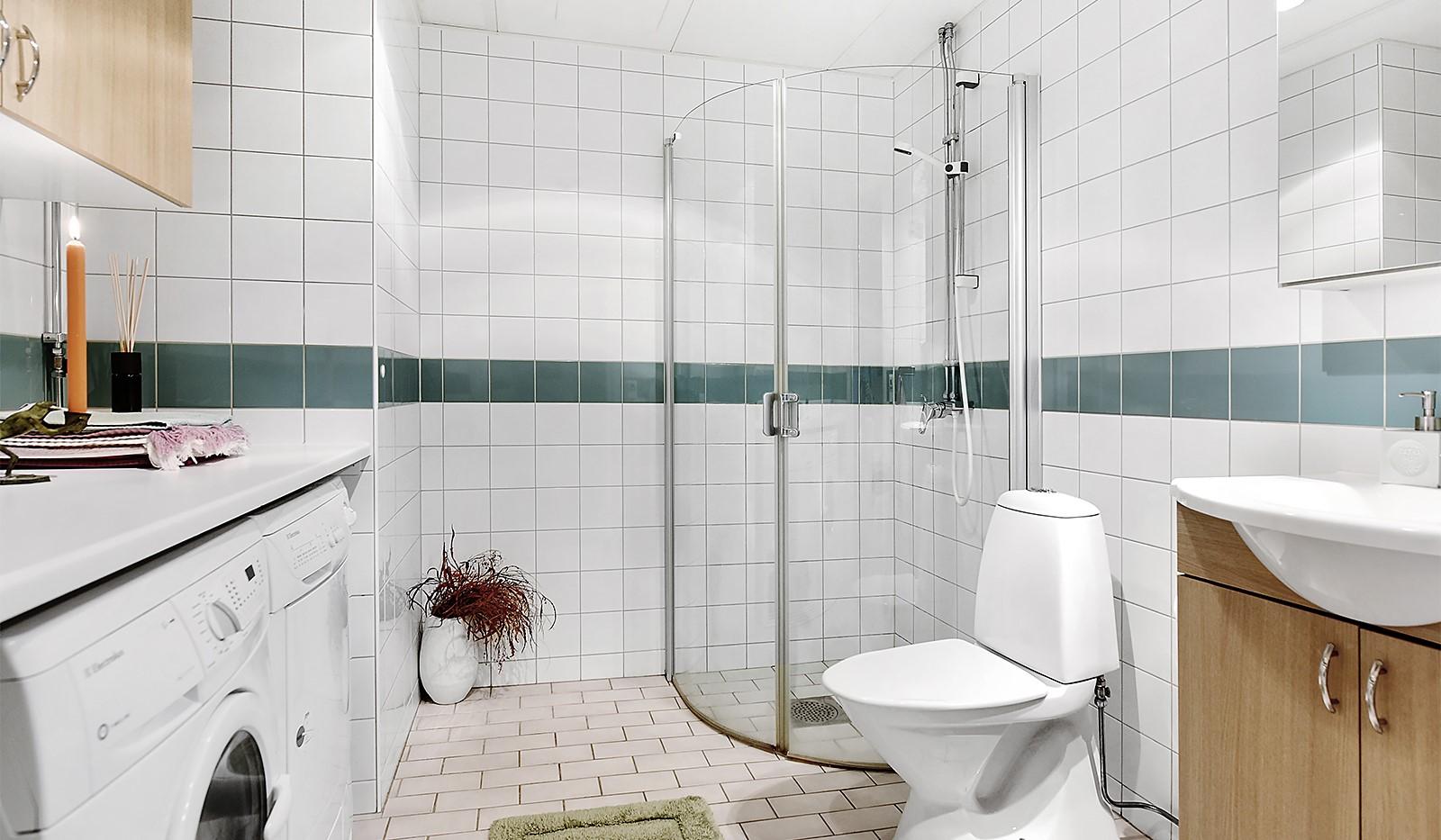 Vinodlargatan 2, 6 tr - Helkaklat badrum