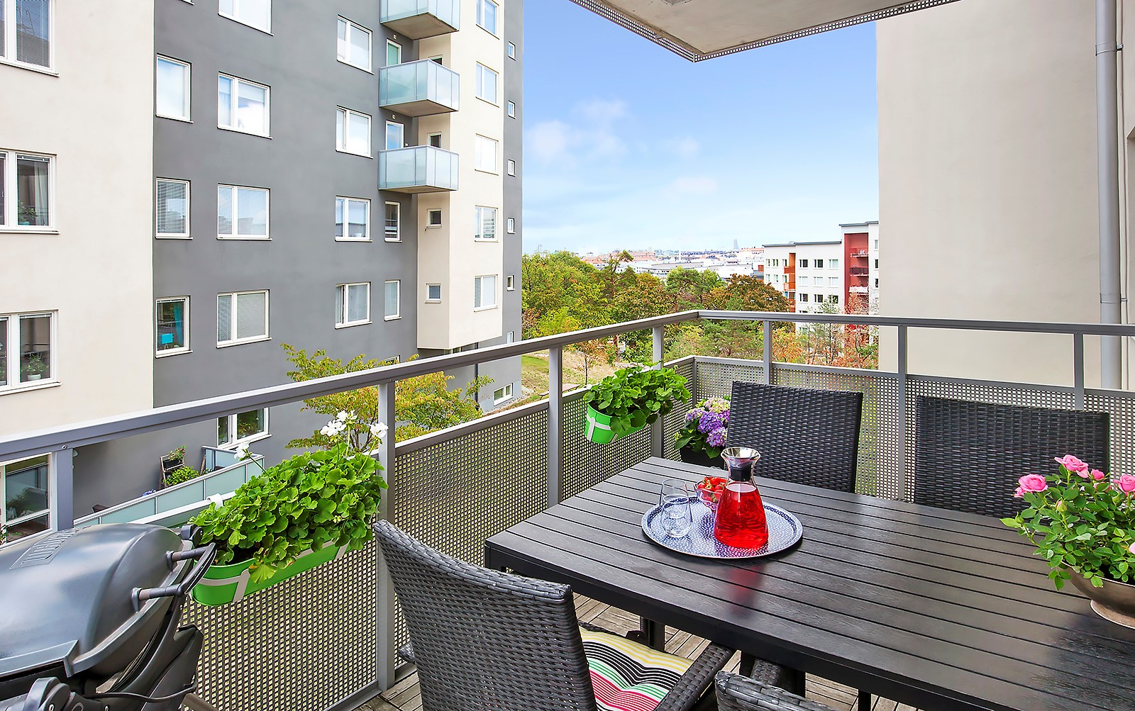 Hildebergsvägen 4, 3 tr - Solig balkong med härlig utsikt