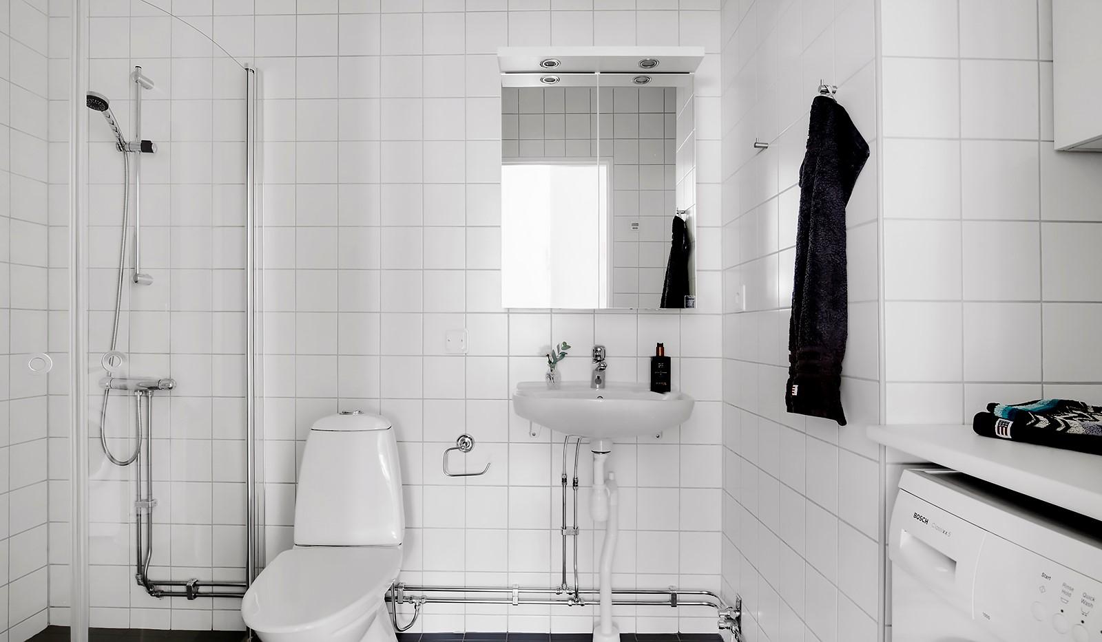 Hildebergsvägen 4, 3 tr - Helkaklat badrum med golvvärme