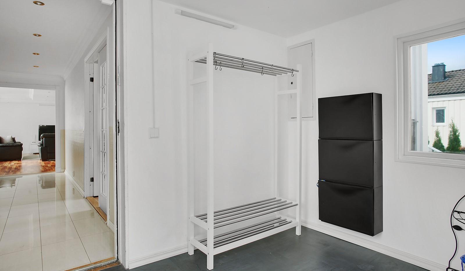 Slagsta Backe 37 - Inbyggd farstukvist o hall