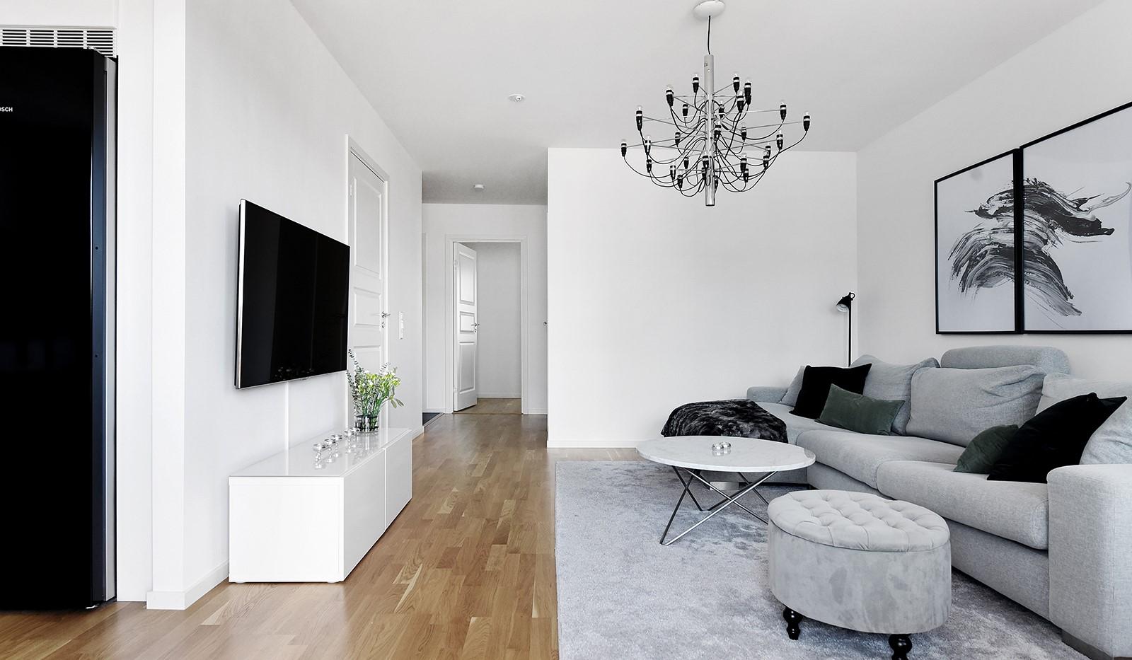 Ekfatsgatan 4, 4 tr - Lättmöblerat vardagsrum med plats för större soffgrupp