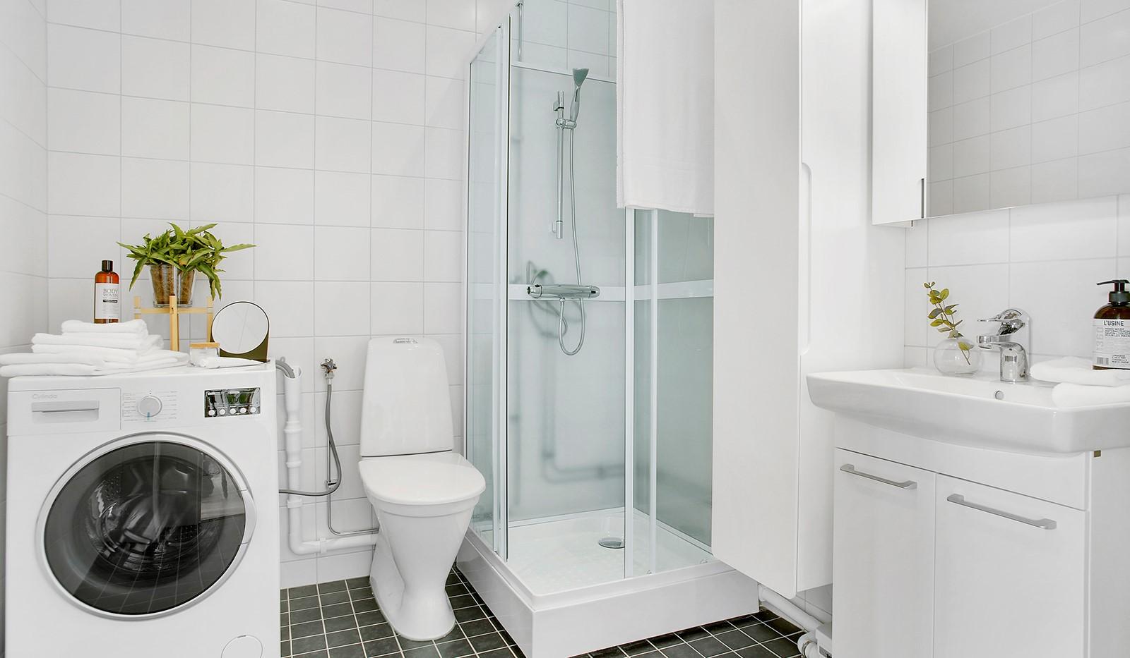 Svandammsvägen 37 - Badrum med dusch och TM