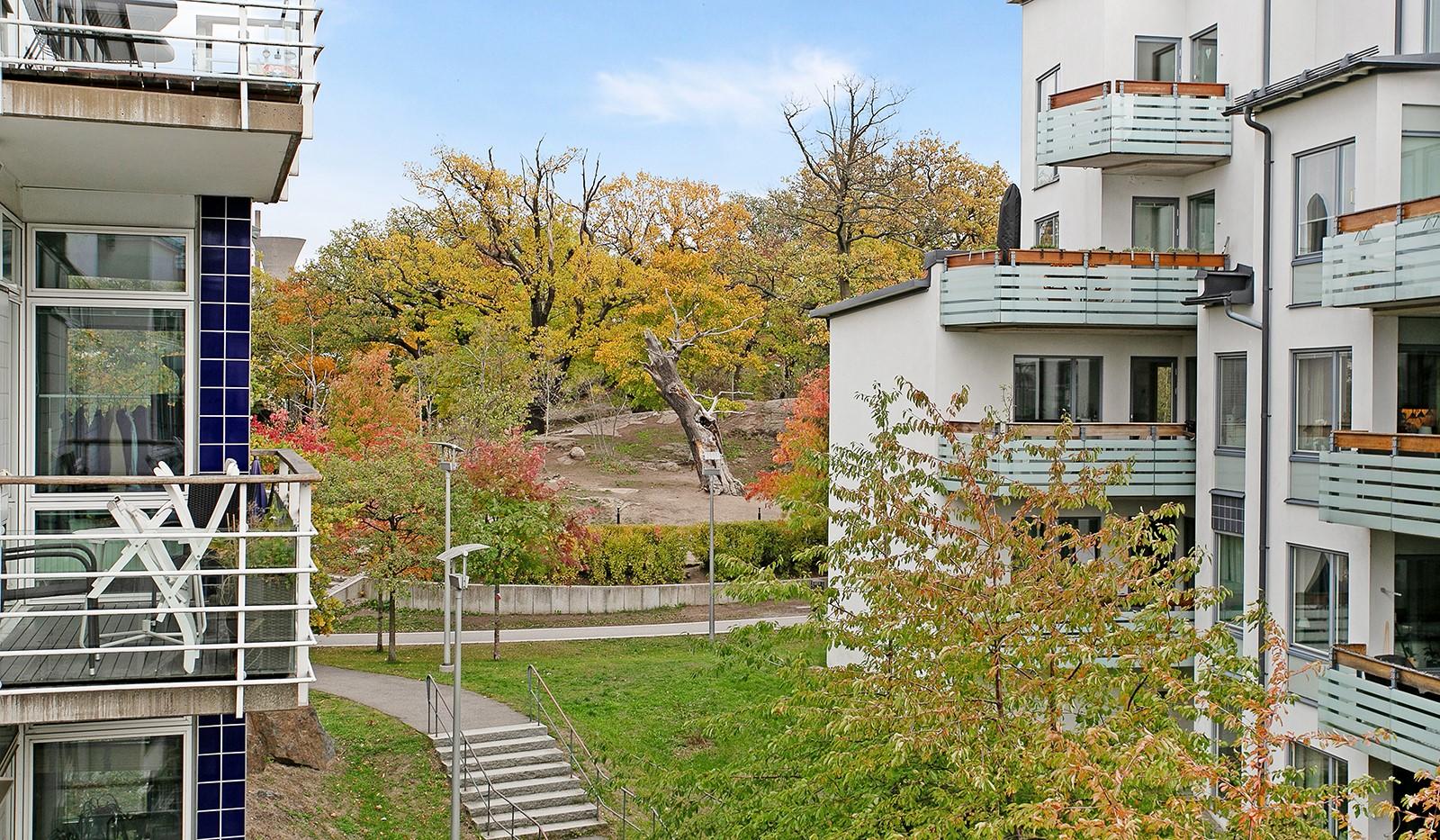 Sickla kanalgata 67, 3 tr - Här kan man även njuta av rogivande utsikt mot lummiga Ekbacken