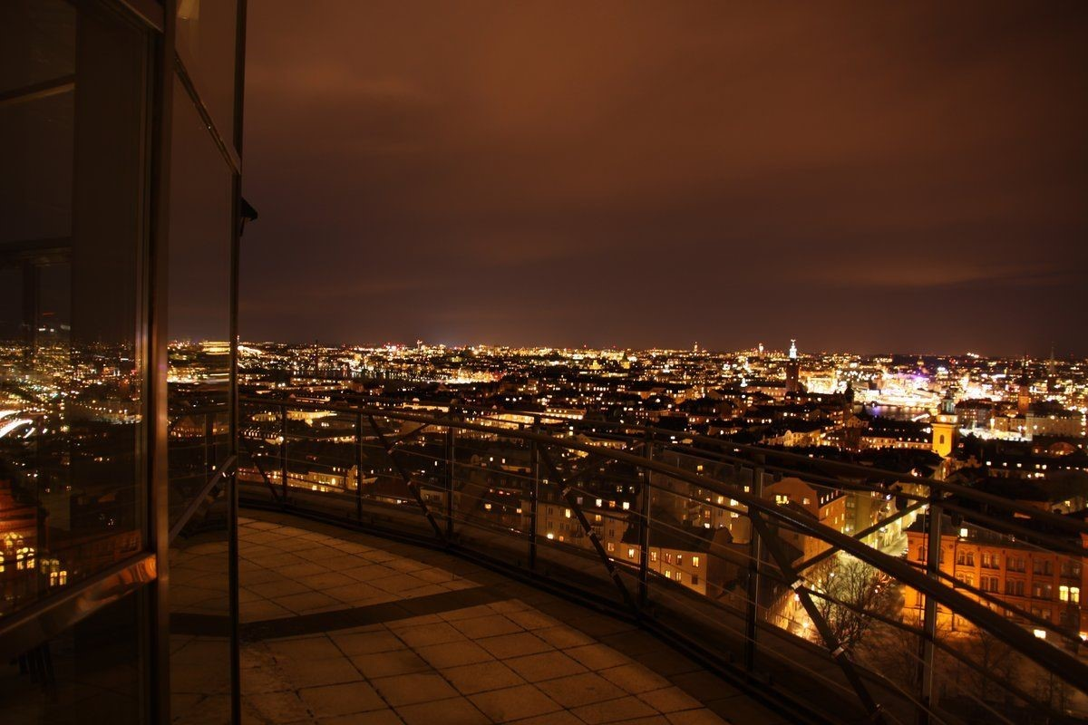Fatburstrappan 12, 4 tr - Stockholm by night - Söder Torn