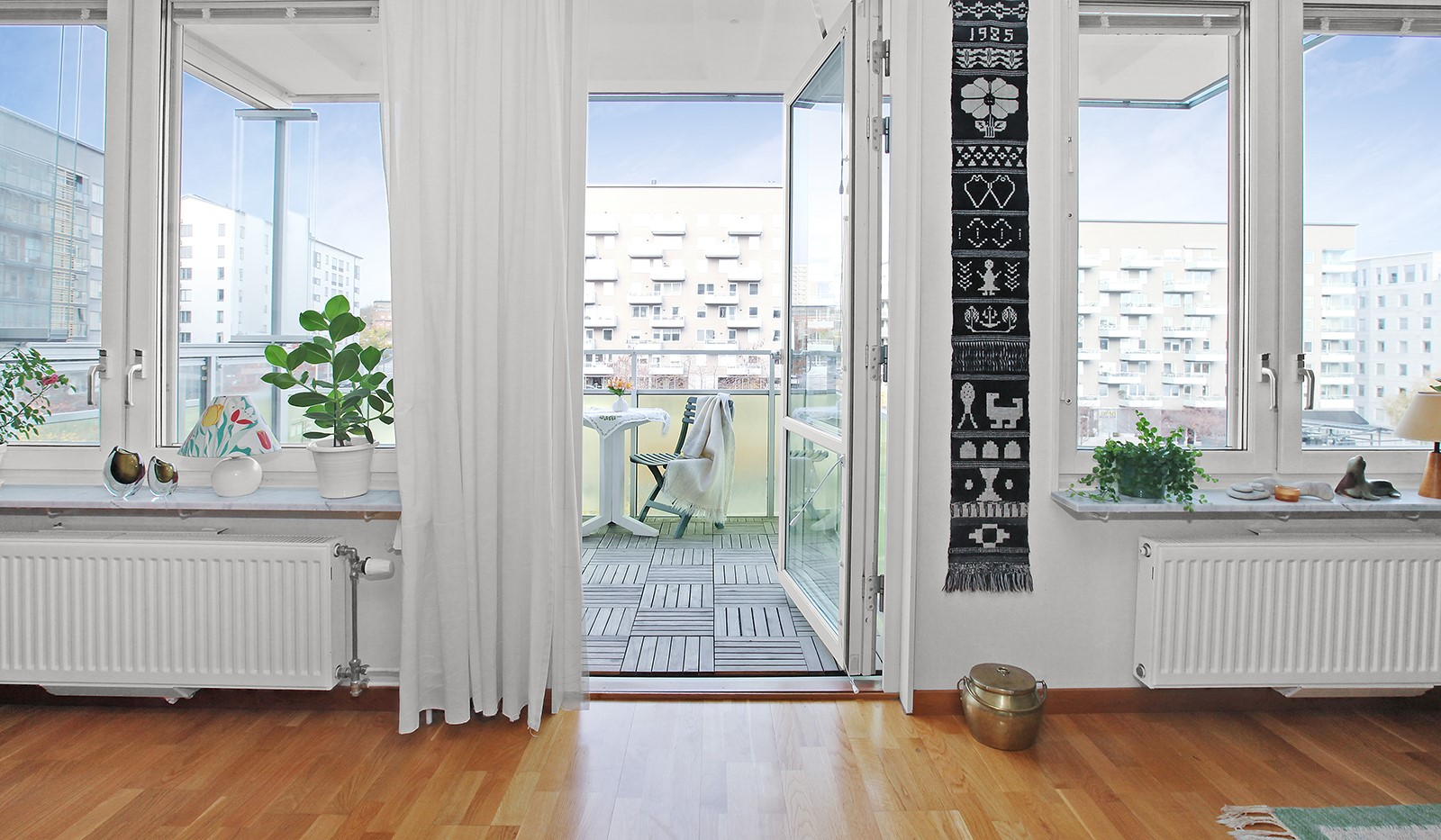 Sjöviksvägen 37, 3 tr - Härligt ljusinsläpp från stora fönsterpartier