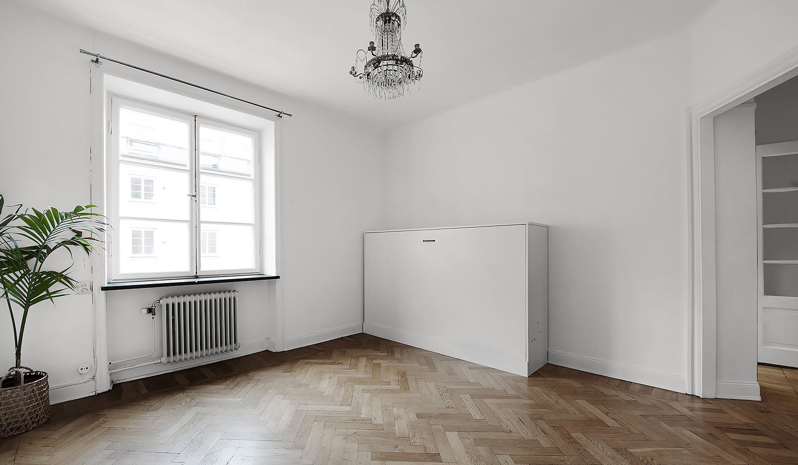 Sågargatan 14 - Allrummet med sängskåp