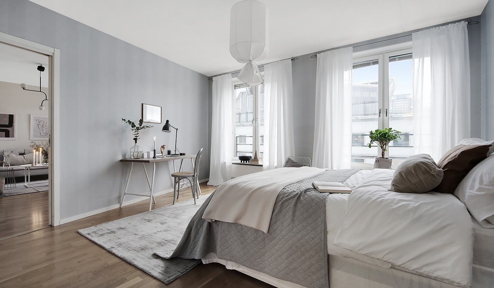 Fatburstrappan 12, 4 tr - Stort lyxigt Master Bedroom