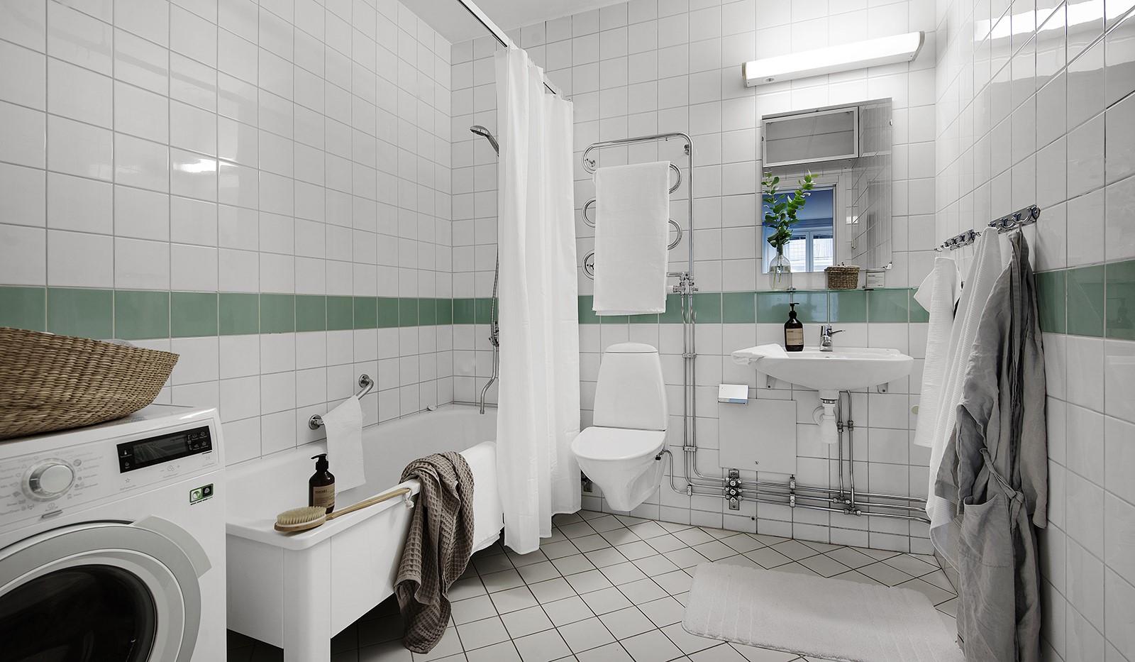 Fatburstrappan 12, 4 tr - Stora badrummet med golvvärme