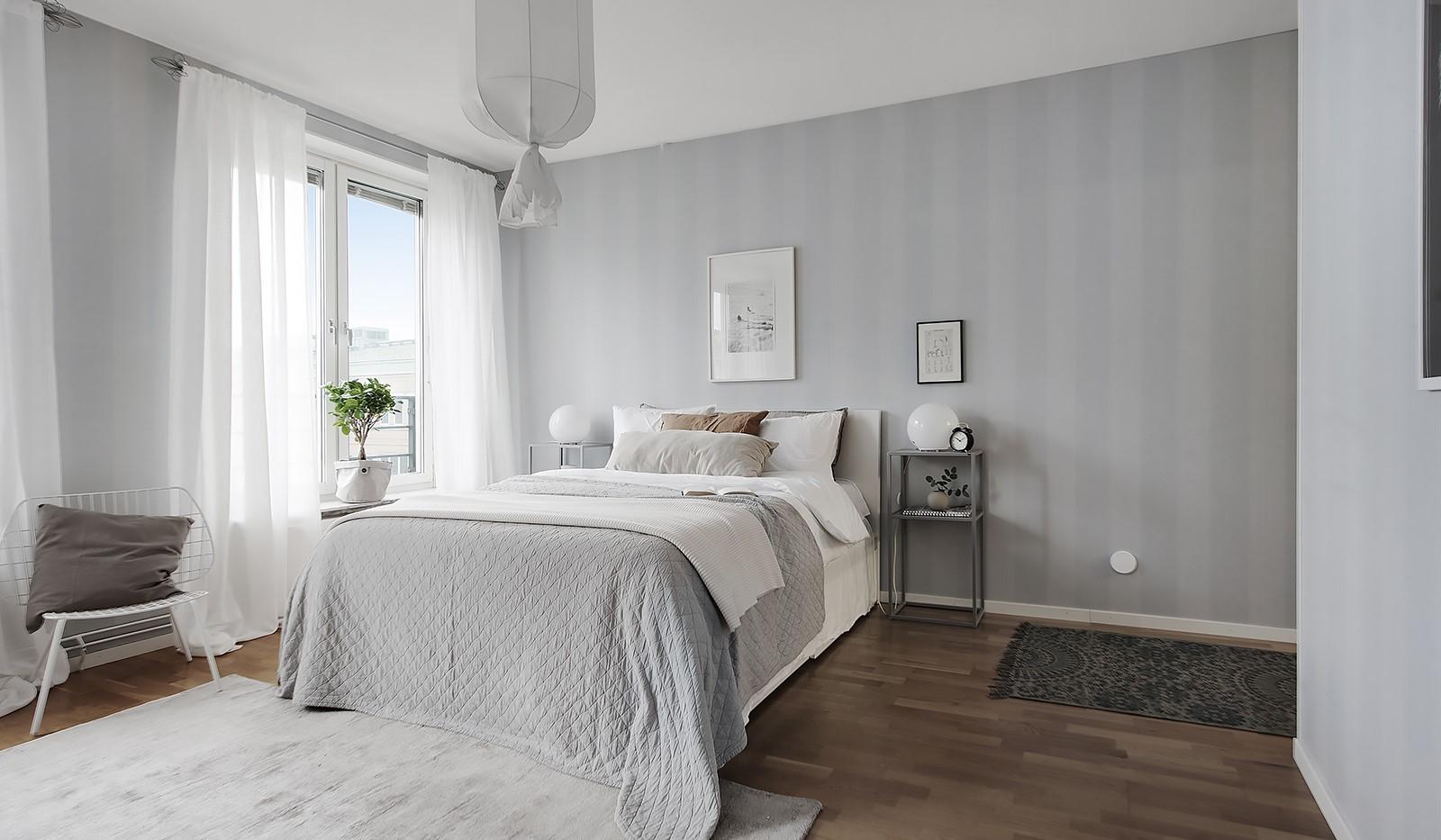 Fatburstrappan 12, 4 tr - Master Bedroom med walk-in-closet