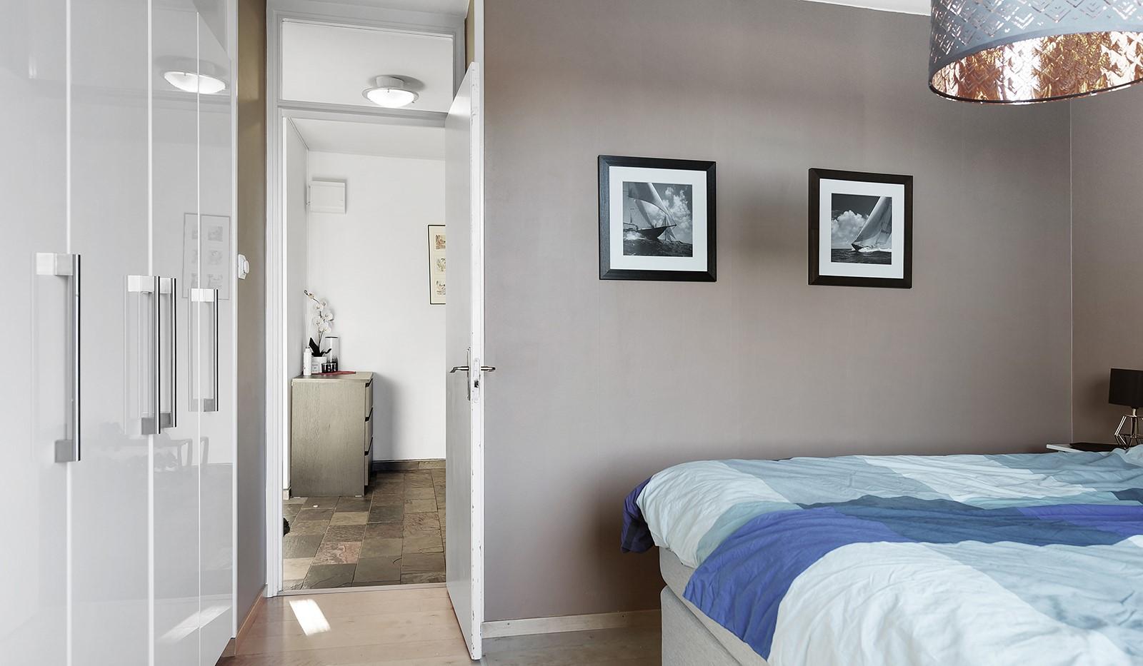 Sandfjärdsgatan 11, 2 tr - Gott om förvaringsmöjligheter i platsbyggda garderober