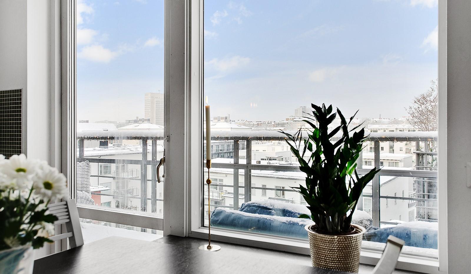 Konvojgatan 1, vån 6 - Från köket når man en av bostadens balkonger