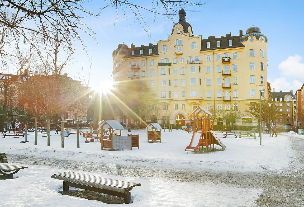 Bondegatan 46 - Nytorgets lekplats vintertid
