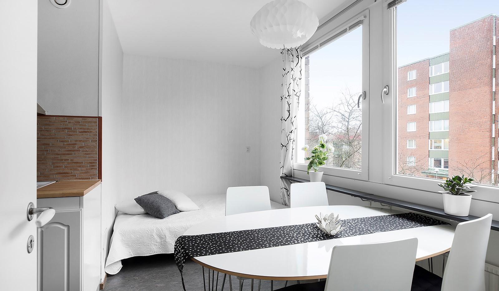 Vårbergsvägen 187 - Stor matplats som enkelt kan göras om till ett extra sovrum!