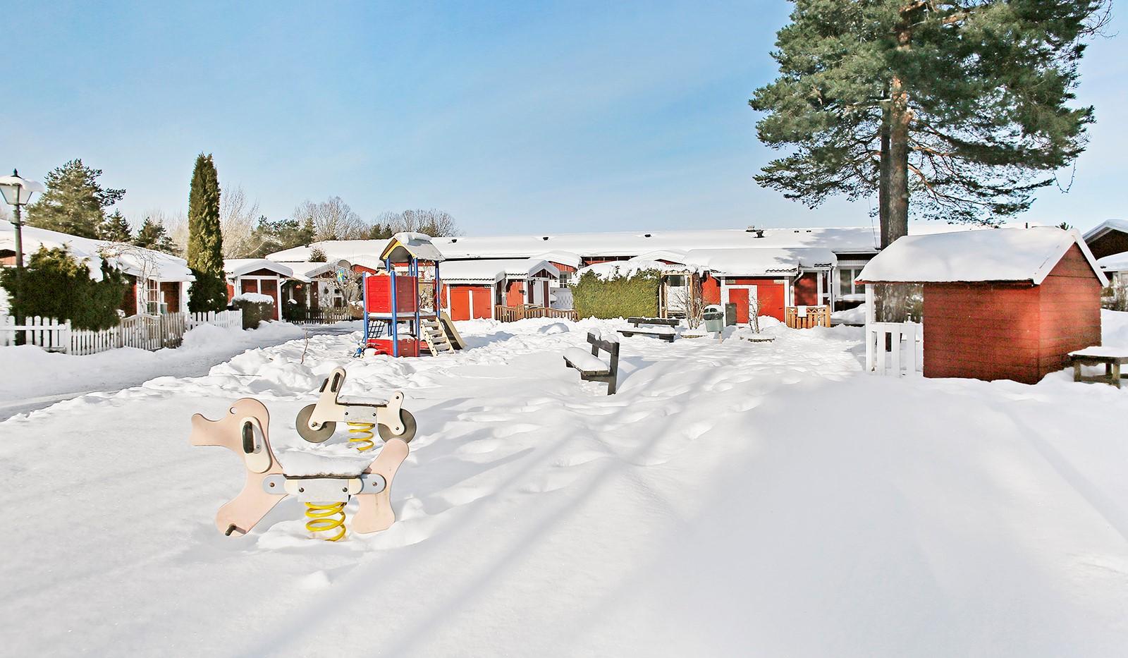 Hallundavägen 83 - Gårdens lekplats