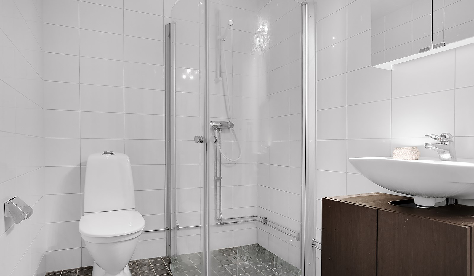 Ursviksvägen 16, 1tr FAST PRIS - Helkaklat badrum med golvvärme