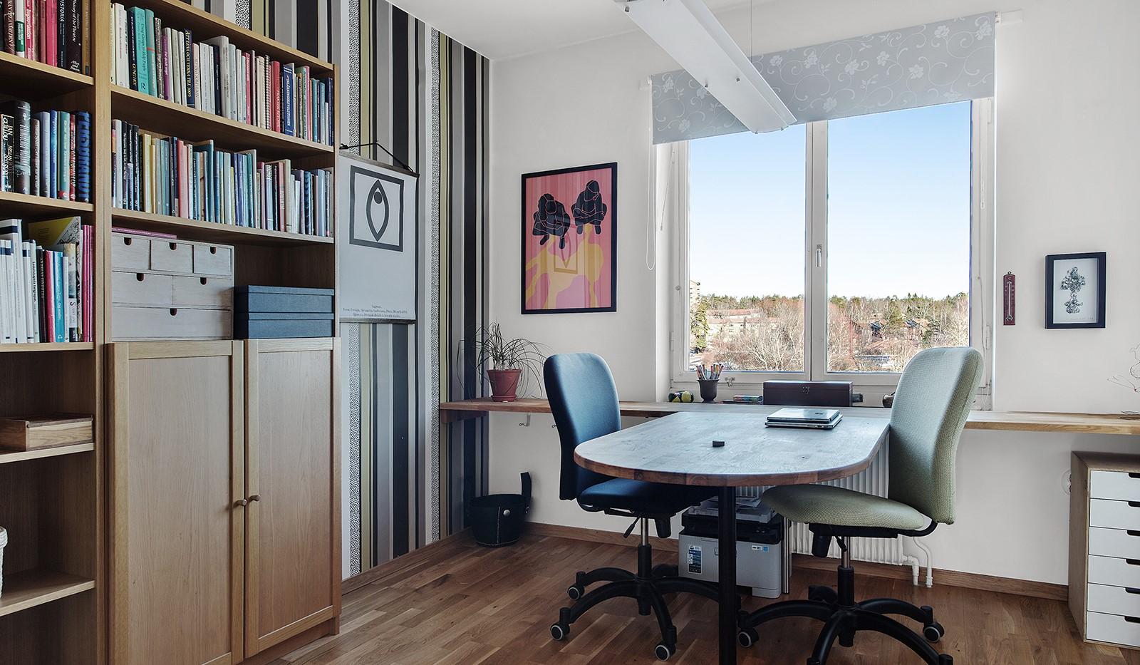 Arkövägen 27 - Sovrum/arbetsrum med grönskande utsikt