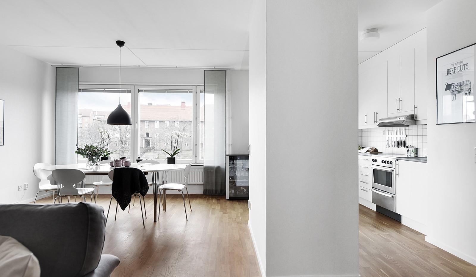Liljeholmstorget 18, 3 tr - Delvis öppen planlösning mellan vardagsrum och kök