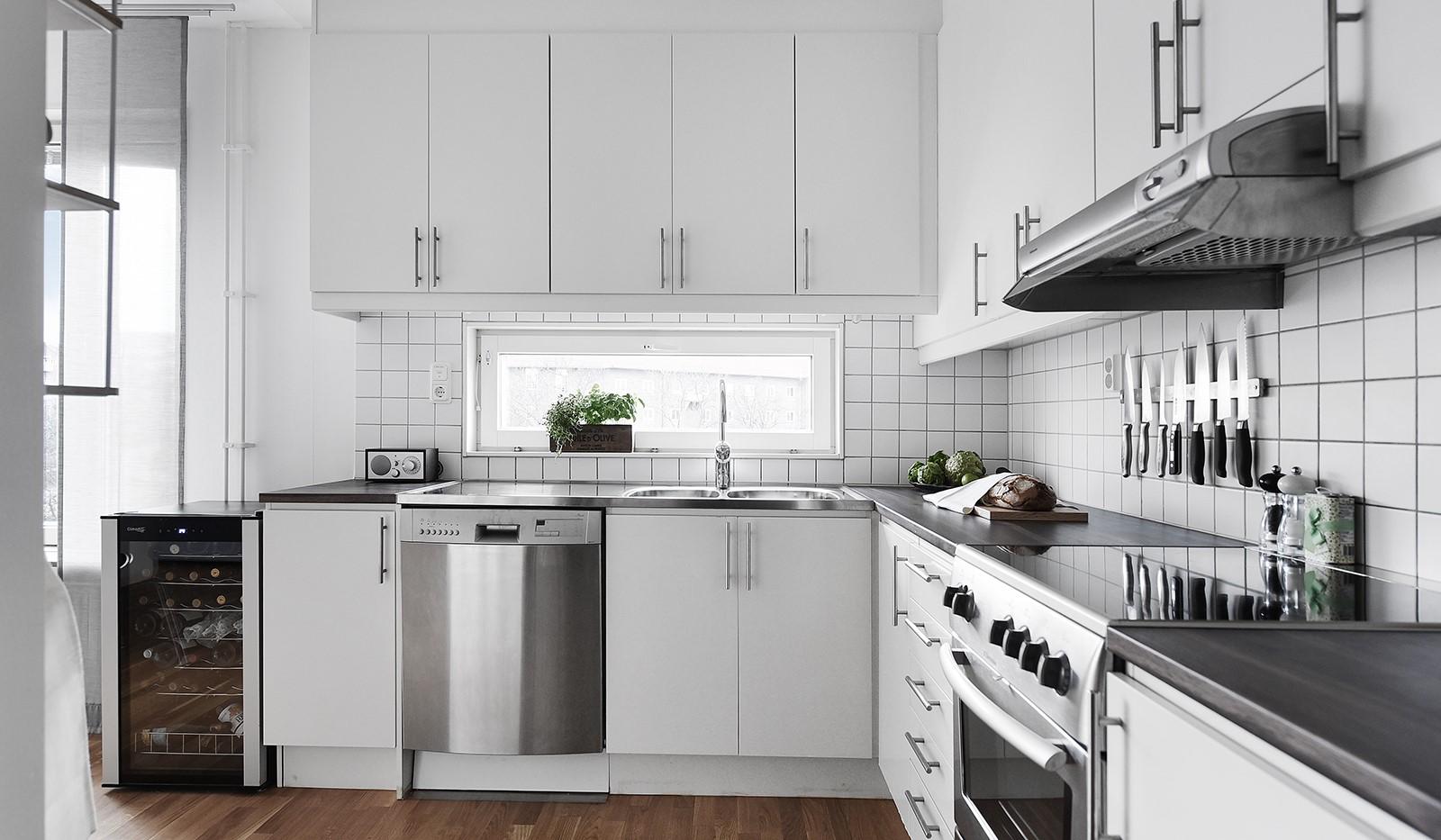 Liljeholmstorget 18, 3 tr - Härligt ljusinsläpp även i köket