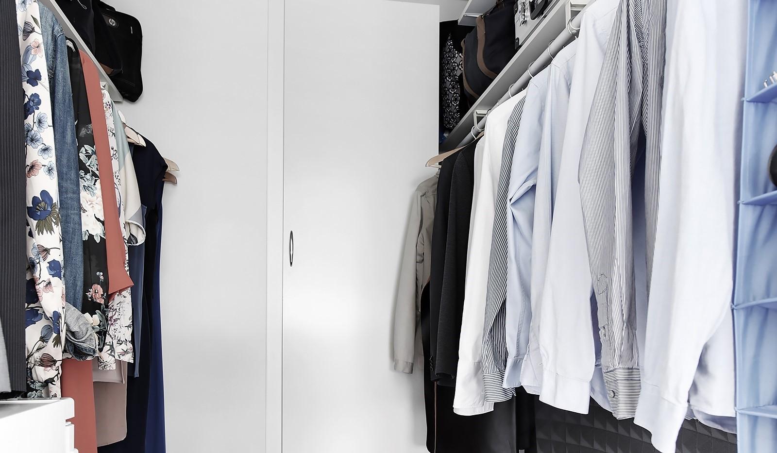 Liljeholmstorget 18, 3 tr - Klädkammaren rymmer säsongens alla kläder