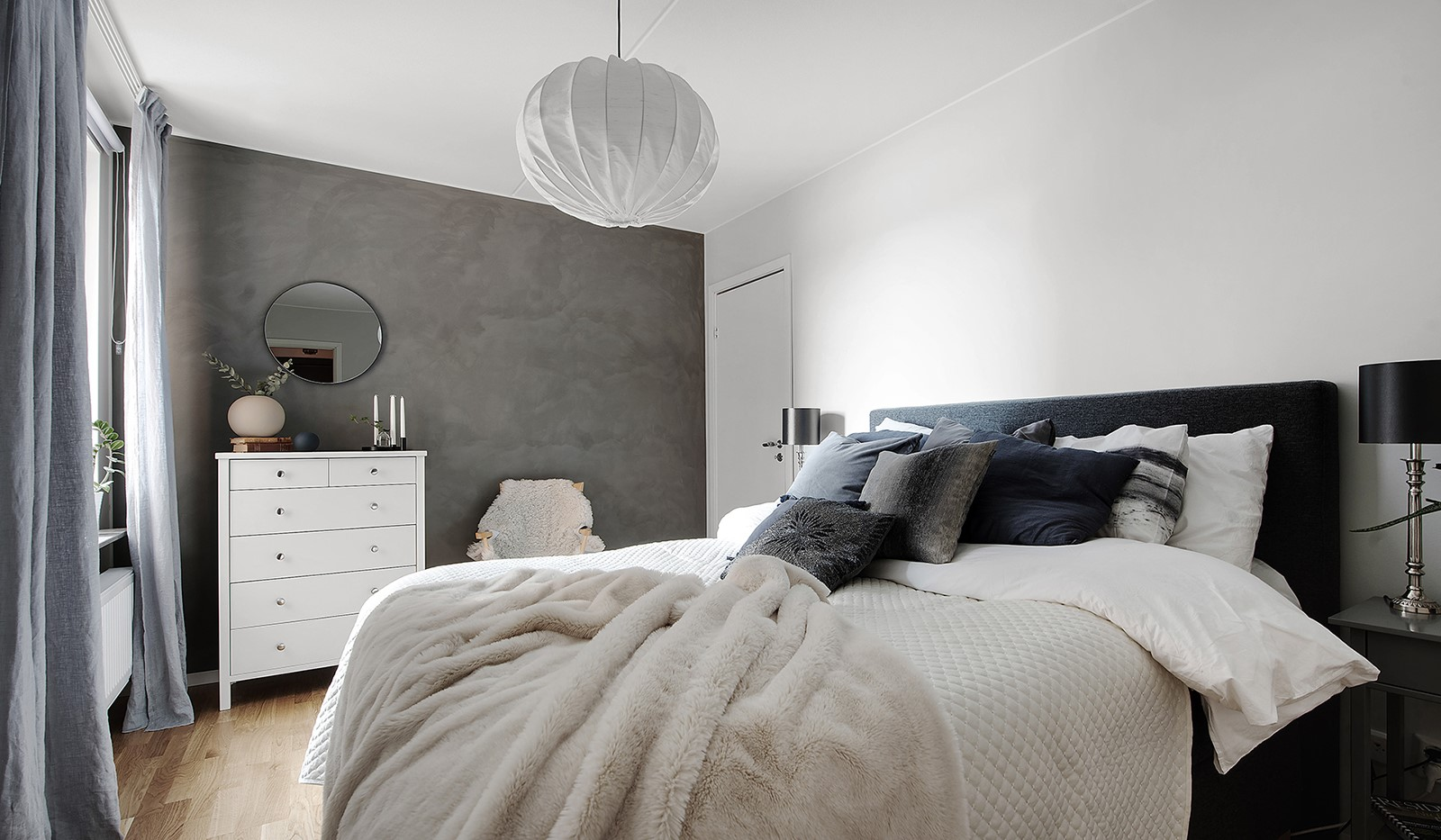 Årgångsgatan 7, 2tr - Stort sovrum med klädkammare och vacker sjöutsikt