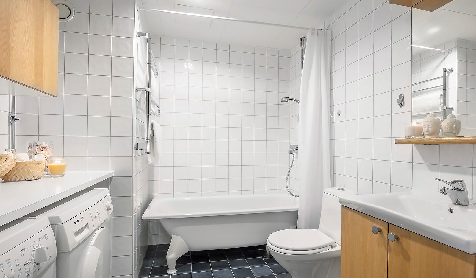 Vingårdsgatan 8, 3tr - Helkaklat badrum med badkar och golvvärme