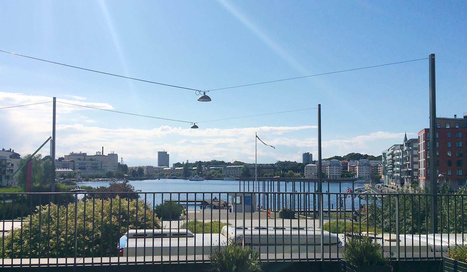 Fartygsgatan 2 - Utsikt från föreningens gemensamma uteplats