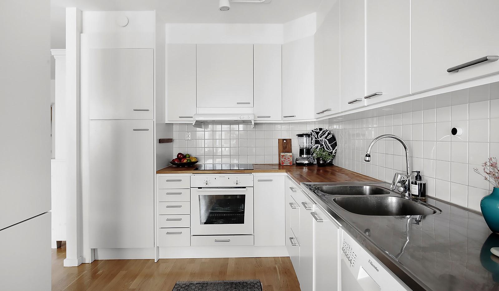 Vingårdsgatan 5, 3 tr - Gott om arbetsyta i detta trivsamma kök