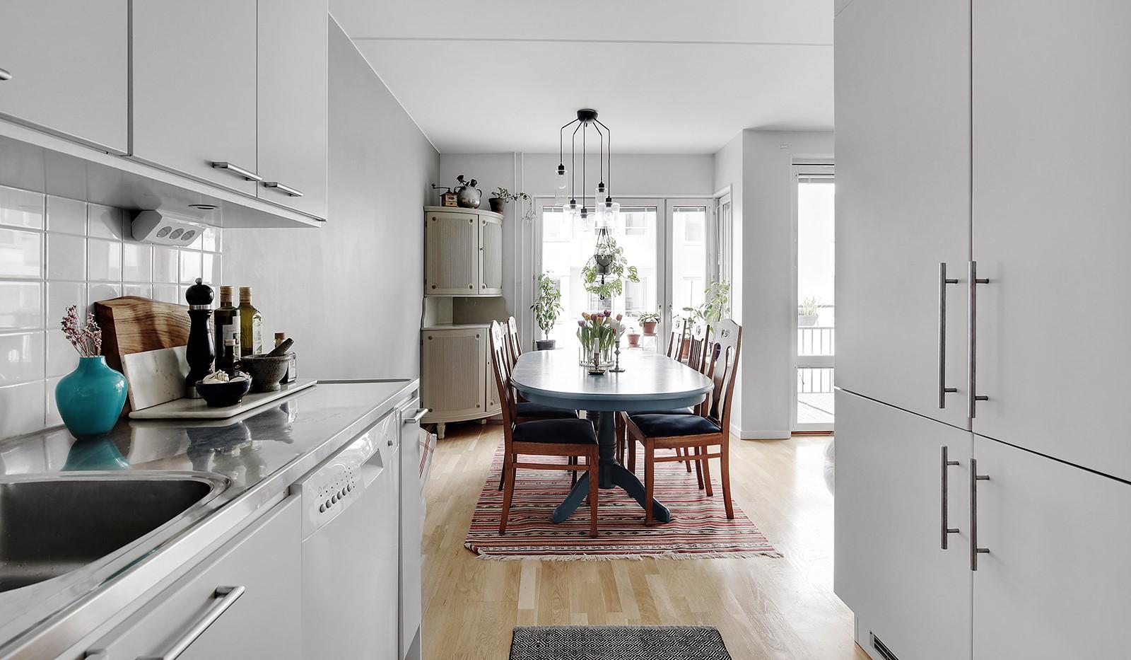 Vingårdsgatan 5, 3 tr - Behaglig kontakt för samvaro mellan kök och matplats
