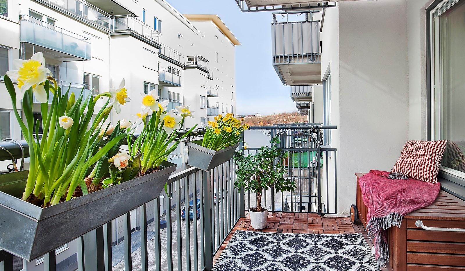 Vingårdsgatan 5, 3 tr - Rymlig balkong med plats för utemöbler