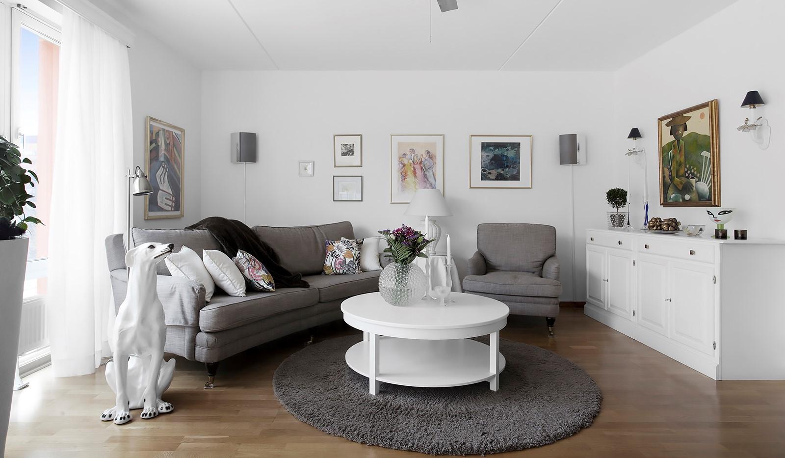 Lugnets Allé 69, 2 tr - Luftigt och lättmöblerat vardagsrum