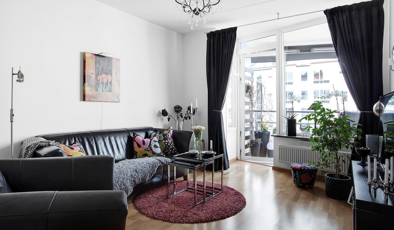 Lugnets Allé 69, 2 tr - Större sovrum med utgång till balkong